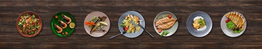 Collage des plats de restaurant sur le fond en bois photo stock