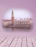 Collage di retro immagini della scaletta da Venezia in tonalità rosa e lilla immagini stock