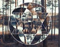 Collage geométrico con el lago y el bosque nórdico, geometría sagrada fotos de archivo