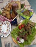 Collage: geräuchertes Fleisch, Brot, Huhn und Gemüse Stockbilder