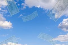 collage Luchtspiegeling - tegen de blauwe hemel die transparante dollars vliegen Stock Afbeelding