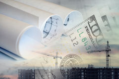 Collage med konstruktionsplan, konstruktionsplatsen och pengar Arkivfoton