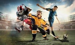 Collage multi de los deportes sobre jugadores de griterío del hockey sobre hielo, del fútbol y del fútbol americano en el estadio imágenes de archivo libres de regalías
