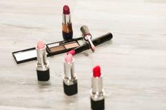 Collage professionale di trucco Insieme del cosmetico fotografie stock