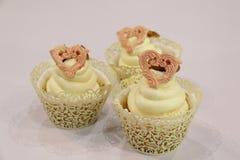 Collage van cupcakes: vanille in decoratieve koppen Stock Foto's