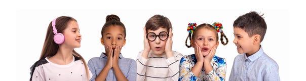 Collage van de studioportretten van het glimlachen schoolchilds van verschillende rassen stock foto