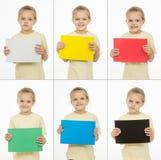 Collage van zes portrettenmeisjes met verschillende gekleurde monochromatische kaarten royalty-vrije stock afbeelding