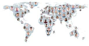 Collage von Leuten auf Weltkarte Stockbild