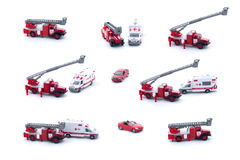 Collage von Spielzeug Löschfahrzeug, von Krankenwagen und von rotem Auto lokalisiert auf weißem Hintergrund lizenzfreie stockfotografie