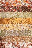 Collage von verschiedenen Kräutern und von Gewürze Pfeffern, Seesalz, Trockengemüse, Oregano, Rosemary, Thymian stockfotos
