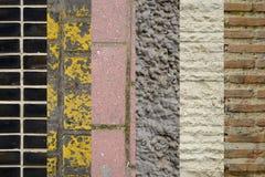Collage von verschiedenen Wand- und Bodenmaterialien, vertikale Streifen Stockbilder