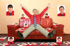 collagelädermannen fotograferar sofaen royaltyfria foton