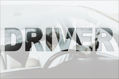 Collagen-junger männlicher Fahrer im modernen Luxusauto stockbilder