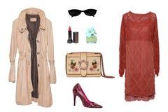 Collagenfrauenkleidung Stellen Sie von den stilvollen und luxuriösen modischen Frauenkleidern, von Mantel, von Handtasche, von de lizenzfreies stockbild