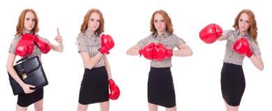 Collaget av kvinnaaffärskvinnan med boxninghandskar på vit Arkivfoto