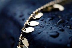 Collana & rocce fotografie stock libere da diritti