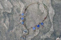 Collana antica di lapislazzuli immagini stock