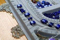 Collana, braccialetti, fatti a mano fotografia stock