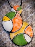 Collana colorata fatta a mano con un pendente Immagine Stock Libera da Diritti