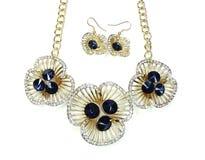 Collana con i cristalli luminosi gioielli ed orecchini Fotografie Stock Libere da Diritti