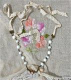 Collana d'annata nuziale bianca Immagini Stock Libere da Diritti