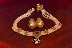 Collana d'argento ed orecchini messi, Pune Immagine Stock