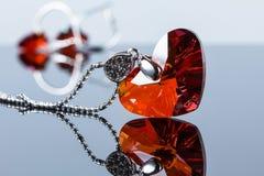 Collana del cuore di amore Il cuore rosso di cristallo della collana Fotografia Stock Libera da Diritti
