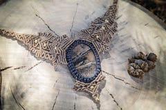 Collana del macramè con la pietra preziosa minerale naturale immagine stock libera da diritti