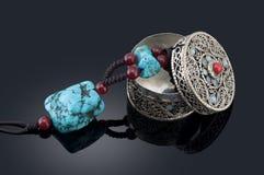 Collana del turchese e contenitore di monili Immagine Stock
