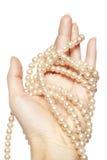Collana della holding della mano della donna fotografia stock