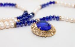 Collana della perla con la gemma Immagini Stock