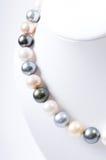 Collana della perla di colore fotografia stock