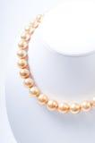 Collana della perla di colore dell'oro fotografia stock libera da diritti