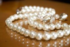 Collana di cerimonia nuziale della perla fotografie stock libere da diritti