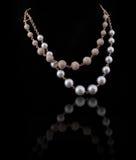 Collana di diamante con la perla bianca e gialla Fotografie Stock Libere da Diritti