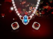 Collana di diamante di Jewerly con gli orecchini Fotografia Stock