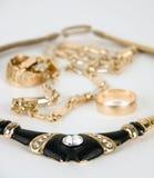 Collana dorata con i diamanti Fotografia Stock Libera da Diritti