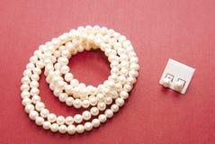 Collana e earings della perla Fotografia Stock Libera da Diritti