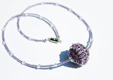 Collana fatta a mano delle perle Fotografia Stock Libera da Diritti