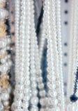 Collane della perla da vendere Fotografia Stock