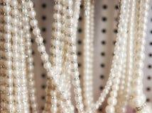 Collane della perla da vendere Fotografie Stock