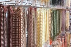 collane luccicanti della perla da vendere Fotografia Stock Libera da Diritti