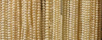 collane preziose della perla da vendere in gioielli Fotografia Stock Libera da Diritti