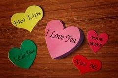 Collant de papier de coeurs colorés Image stock