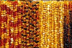 Collar ambarino Ámbar de diversos colores y tamaños Imagenes de archivo