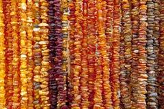 Collar ambarino Ámbar de diversos colores y tamaños Fotos de archivo
