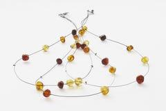 Collar ambarino amarillo hecho a mano con los detalles de plata Fotos de archivo