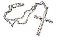 Collar cruzado cristiano de plata fotos de archivo