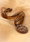 Collar de Brown con el colgante de plata Foto de archivo libre de regalías