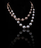 Collar de diamante con la perla blanca y amarilla Fotos de archivo libres de regalías